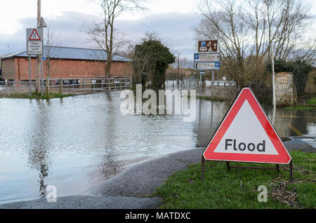 Tewkesbury. 4th Apr, 2018. UK Weather: Flooding closes the Abbey Carpark in Tewkesbury, Worcestershire during the April 2018 floods. Credit: Simon Crumpton/Alamy Live News - Stock Image