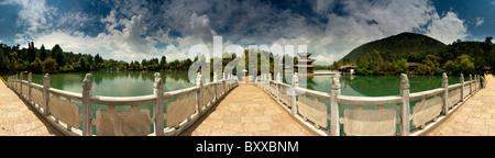 Black Dragon Pool Park 360 degree panorama taken from the centre of the bridge, Lijiang, Yunnan. - Stock Image