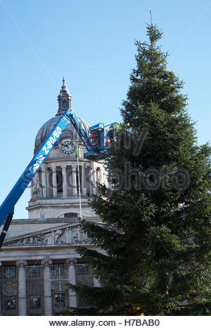 Nottingham, UK. 4th Nov, 2016. Putting up the Christmas tree in the Old Market Square in front of the Council House. - Stock Image