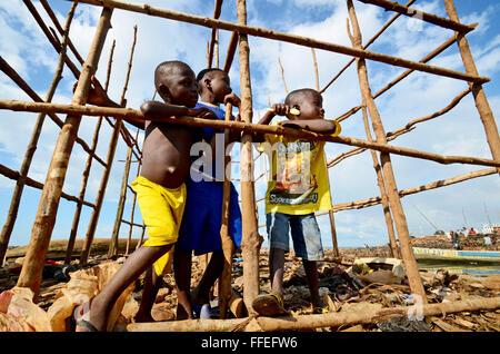 Boys play in a half built home in Kroo Bay, Freetown, Sierra Leone. - Stock Image
