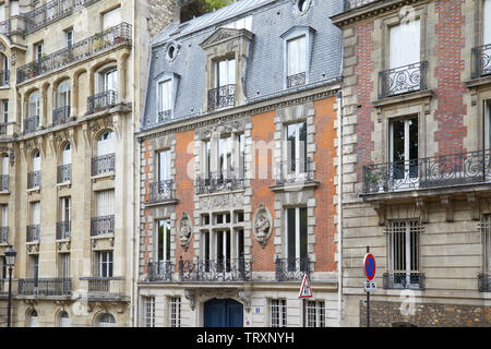 PARIS, FRANCE - JULY 23, 2017: Ancient luxury buildings facade with balcony and decorations in a summer day in Paris, France - Stock Image