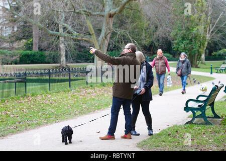 Hastings, East Sussex, UK. 12 Jan, 2019. UK Weather: Winter weather with a slight breeze in the air that is expected to last throughout the day as a few people take a morning stroll around Alexandra park in the heart of Hastings in East Sussex. Man in a brown jacket pointing. © Paul Lawrenson 2018, Photo Credit: Paul Lawrenson / Alamy Live News - Stock Image