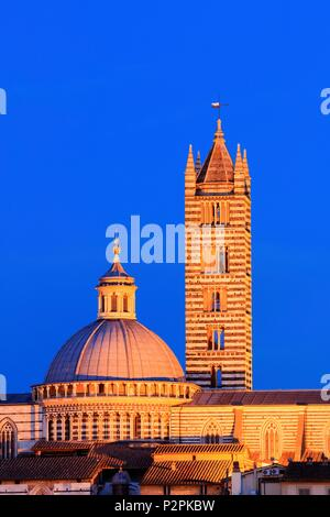 Italy, Tuscany, the dome of Siena Cathedral and the bell tower of Santa Maria della scala church in Siena, a Unesco listed city - Stock Image