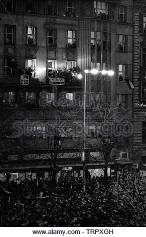 Czechoslovakia, Prague,1989 during the Velvet Revolution, the fall of communism in Eastern Europe. Alexander Dubcek and Vaclav Havel on the balcony above Wenceslas Square when Dubcek returned. COPYRIGHT PHOTOGRAPH BY BRIAN HARRIS  © 07808-579804 - Stock Image
