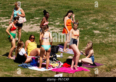 Dundee, Tayside, Scotland, UK. 28th June, 2018. UK weather: Young girls enjoying the hot sunny weather while preparing to go for a swim at Broughty Ferry beach in Dundee with temperatures reaching 30º Celsius. Credits: Dundee Photographics / Alamy Live News - Stock Image