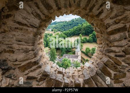 France, Aveyron, Belcastel, labelled Les Plus Beaux Villages de France (The most beautiful villages of France), step on the path of Saint Jacques de Compostelle, view of the church from the castle - Stock Image