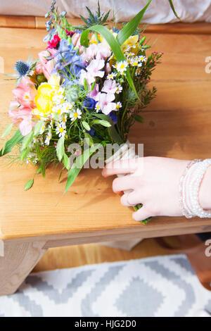 Bride,grows,after,her,bouquet,bridal bouquet,grasp,hand,finger,beautiful,model,wrist brazier jewelery bracelet beads - Stock Image