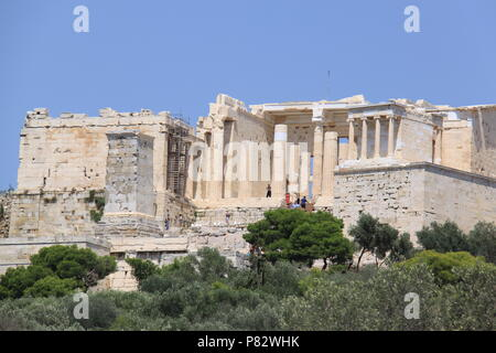 View towards the Acropolis (an ancient citadel located on a rocky outcrop) above the city of Athens, GREECE, PETER GRANT - Stock Image