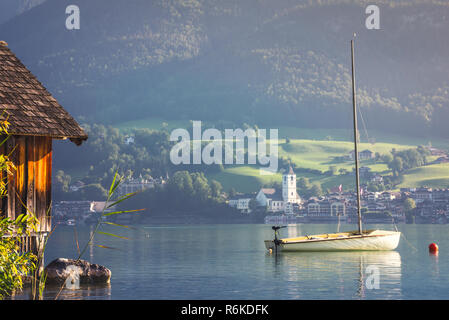Sailboat on Alpine lake at the mountain valley - Stock Image