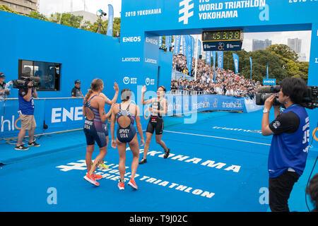 Yokohama, Japan. 18th May, 2019. 2019 ITU World Triathlon, World Paratriathlon Yokohama at Yamashita Park and Minato Mirai, Yokohama. Rappaport, Spivey, Takashashi (Photos by Michael Steinebach/AFLO) Credit: Aflo Co. Ltd./Alamy Live News - Stock Image