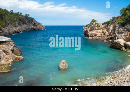 An elevated view of Cala Deia beach on a warm summer's day in Mallorca, Spain. - Stock Image