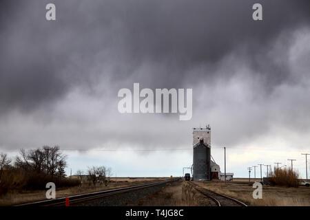 Prairie Storm Clouds in Saskatchewan Canada Grain Elevator - Stock Image