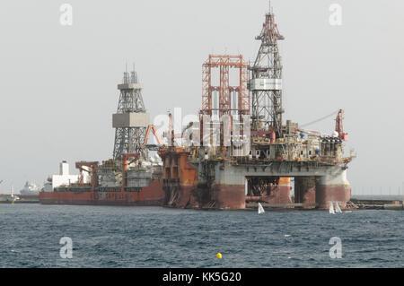 oil rig rigs in port at Santa Cruz tenerife dormant canary islands - Stock Image
