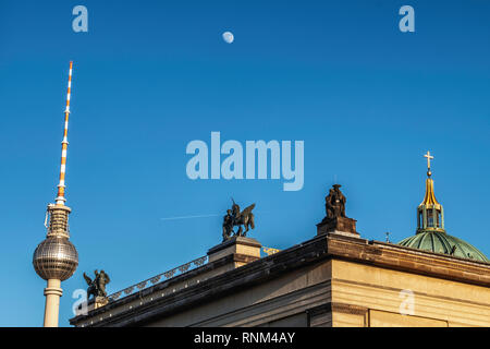 Mitte,Berlin. Television Tower, Sculptures on roof of Altes Museum, Berlin Cathedral Dome, moon & blue sky - Stock Image