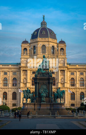 Kunsthistorisches Vienna, view at sunset of the Kunsthistorisches Museum with the Maria Theresa statue in the foreground, Vienna, Wien, Austria. - Stock Image