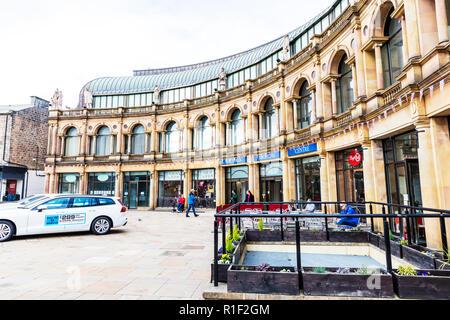 Victoria Shopping Centre Harrogate town centre Yorkshire UK England, Harrogate shopping centre, Harrogate Victoria Shopping Centre, shops, shopping, - Stock Image