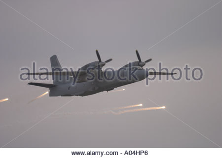 Pula Croatia air show 2005 An 32 B transport airplane of Croatian Air Force deploys defensive flares during a demonstration - Stock Image