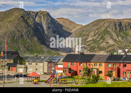 Houses At The Edge Of The Mountains Honningsvag, Norway - Stock Image