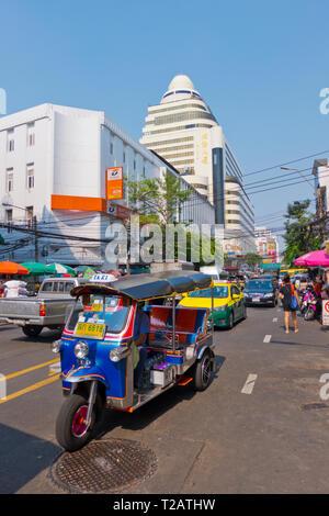 Ratchawong Road, at corner of Yaowarat Road, Chinatown, Bangkok, Thailand - Stock Image