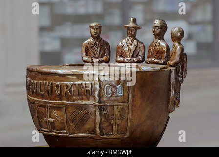 Statue of Woolworth lunch counter sit-in, Greensboro, NC, North Carolina. - Stock Image