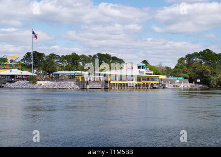 Lulu's restaurant from the southside of the Intracoastal Waterway in Gulf Shores, Alabama, USA. - Stock Image