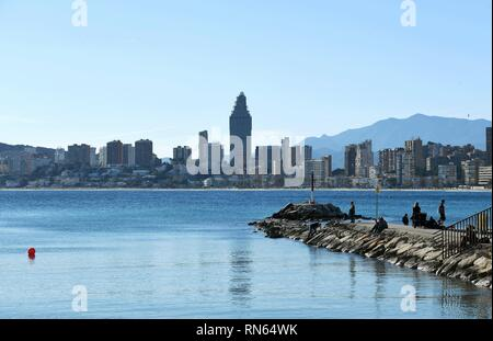 Alicante, Spain. 16th Feb, 2019.  People enjoy sunshine by the seaside in the city of Benidorm, the Province of Alicante, Spain, Feb. 16, 2019. (Xinhua/Guo Qiuda) Credit: Xinhua/Alamy Live News - Stock Image