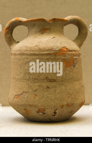 Terracotta Double Handled Pot. 2nd-1st Century BC. Sirkap, Taxila Pakistan. Department of Archaeology and Museums. - Stock Image