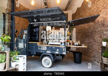 Café Perfetto in Mülheim an der Ruhr mit mobilem Kaffeewagen. - Stock Image