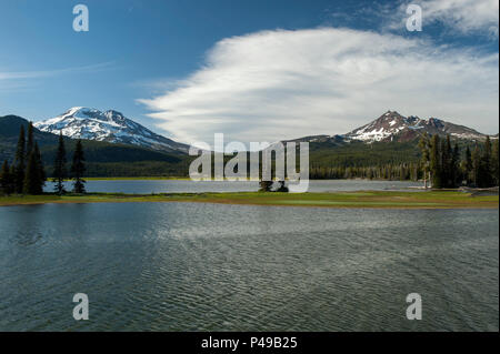 Oregon's South Sister (L.) and Broken Top (R.) as seen from the Ray Atkeson Memorial Trail at Sparks Lake, near Bend.  Atkeson, Oregon's 'Photographer - Stock Image