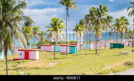 Cuban nationals flock to these small cabins on the coasts of Cuban for a holiday. - Stock Image
