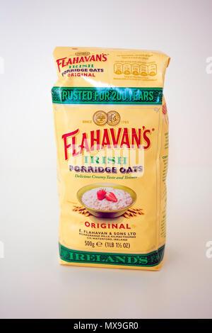 A 500g packet of Flahavan's Original Irish Porridge Oats trusted for over 200 years. - Stock Image
