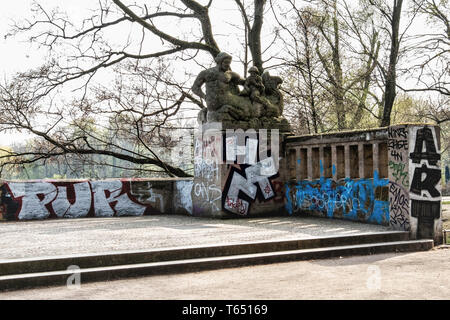 Berlin,Pankow. Weissensee State park, White Lake observation deck  and viewing point with sculptures by sculptor Hans Schellhorn, Two Tritons - Stock Image