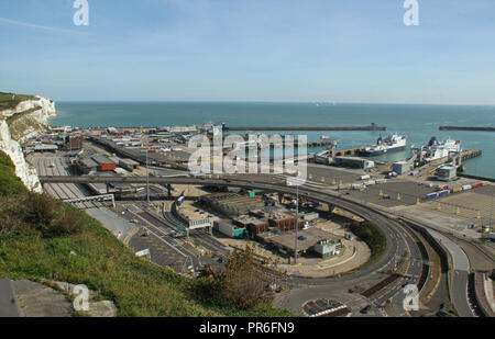 Dover, Kent, UK - September  30 2018: General view of the coastal town of Dover with the iconic White Cliffs seen on the leff background. Dover in Kent is a major port for ferries to Calais, France. Credit: David Mbiyu - Stock Image