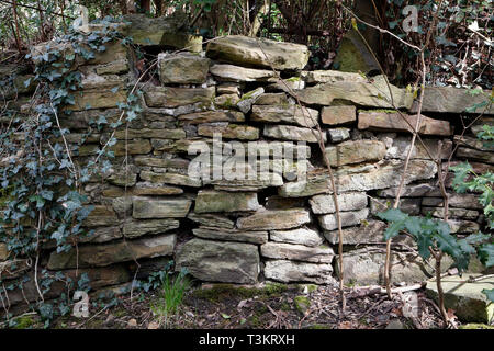 Stone wall in poor condition - Stock Image