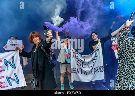 London, UK. 19th October 2018. Protesters set off smoke flares outside the Daily Mail building following articles demonising trans people, particularly trans women, in The Metro which they publish, and their printing an advertisement campaign for the hate group, 'Fair Play for Women'.  Thousands have complained about The Metro, and the p Credit: Peter Marshall/Alamy Live News - Stock Image