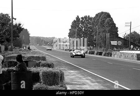 1967 Willy Mairesse Belgian Ferrari 330P4 Le Mans 24 Hours 3rd - Stock Image