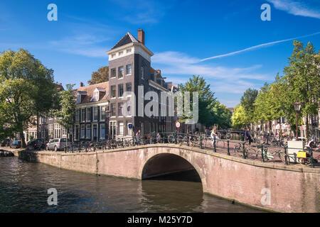 Amsterdam canal street scene, Prinsengracht canal, Amsterdam, Netherlands. - Stock Image