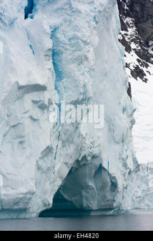 Antarctica, Paradise Bay, end of glacier breaking away into sea to form icebergs - Stock Image