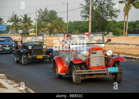 vintage cars go on the road, Cuba - Stock Image