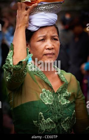 Woman at a Bali Royal Cremation Ceremony, Ubud - Stock Image