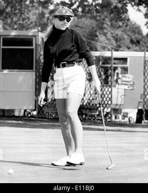 Aug 02, 1976; Sunningdale, UK; Many of the world's top women golfers were out practicing at Sunningdale golf course today for the Colgate European Championship. The picture ROBERTA ALBERS of the United States seen putting on the final green after her practice round. - Stock Image