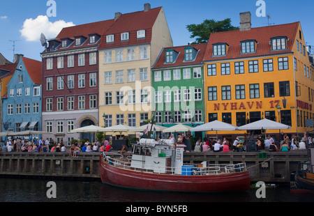 Colorful houses in the Nyhavn area of Copenhagen, Denmark - Stock Image