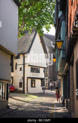 Elm Hill Norwich, view of people walking in the historic old town Elm Hill area of Norwich, Norfolk, UK. - Stock Image