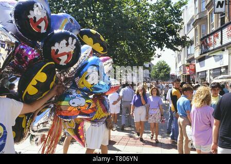 Balloon seller, Queens Street, Cardiff, Wales. Cymru. Circa 1980's - Stock Image