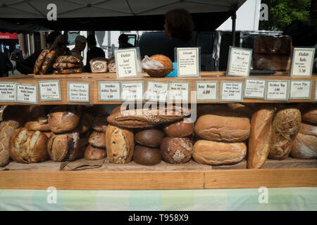 Bread for sale at the Union Square Farmers Market in Manhattan, New York City. All products and produce in this market must be locally produced. - Stock Image