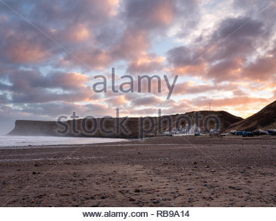 Saltburn-by-the-Sea, UK. 8th January, 2019. Weather: Sunrise on the coast at Saltburn-by-the-Sea on the north-east coast. 8th January 2019. © Gary Clarke/Alamy Live News - Stock Image