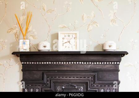 Mantelpiece, Mantelpiece clock, Mantelpiece ornaments, Mantelpiece in living room, Mantelpiece display, Mantelpiece in home, fire Mantelpiece, clock - Stock Image