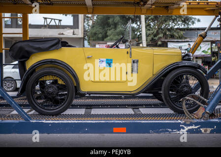 Austin 7 Chummy 1929. Transporting a vintage classic car - Stock Image