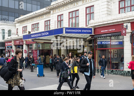 Morning commuters entering and leaving Farringdon railway station - Stock Image