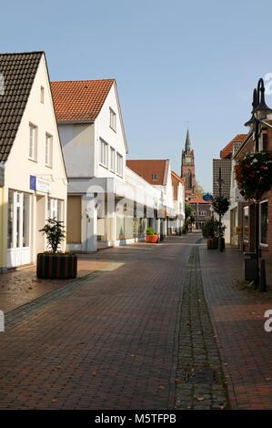 Fußgängerzone in Jever, Niedersachsen, Deutschland, Europa.   Pedestrian zone in Jever, Lower Saxony, - Stock Image